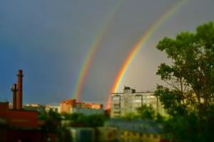 А из нашего окошка видно радуги немножко)))
