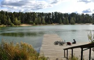 На южном озере осенью