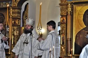 Архиерейское богослужение в Успенском храме.