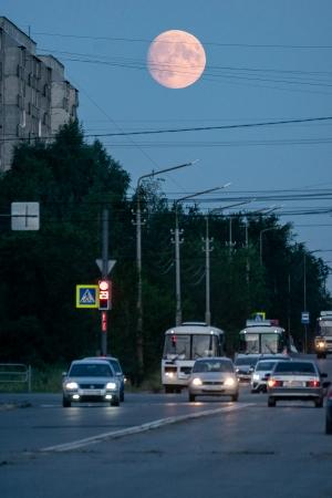 Луна над городом...